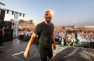 Common performed live for inmates during The Hope and Redemption Tour, which hit 3 CDCR prisons.